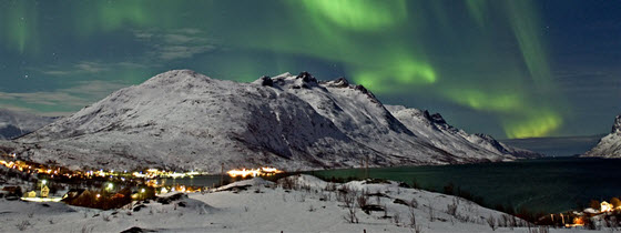 560x210px_Northern-lights-over-the-Ersfjord-in-Tromso