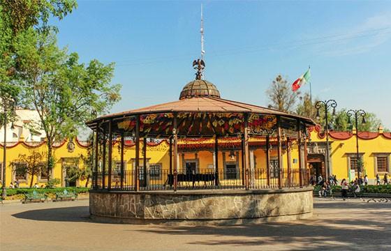 Vista del Kiosco de Coyocán en la Ciudad de México