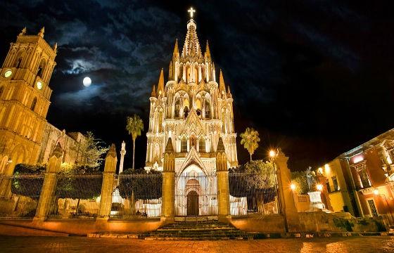 Vista del impresionante templo San Miguel Arcángel en Guanajuato