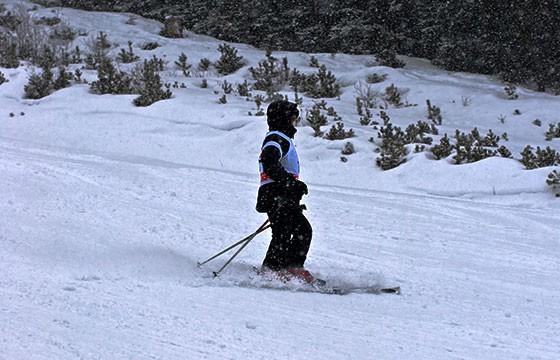 Esquiar. Deportes de vacaciones.