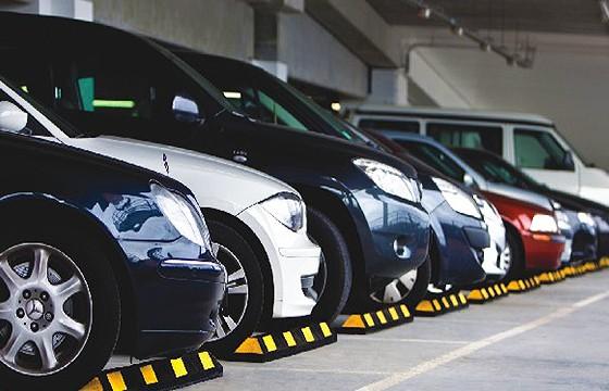 Estacionarte en lugares con sombra. Tips para ahorrar gasolina en tus viajes.