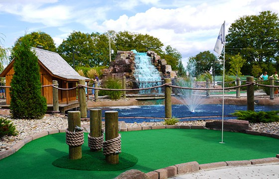 Golf miniatura. Deportes de vacaciones.