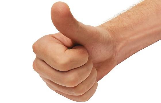 No levantar el pulgar. Gestos que pueden traer problemas en otro país.
