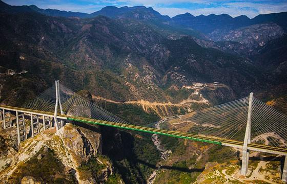 Vista del Puente Baluarte Bicentenario en Durango México