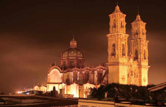 Vista del Templo de Santa Prisca de Taxco