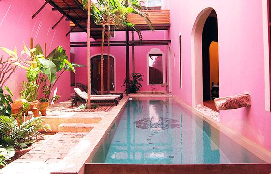 Rosas & Xocolate Hotel