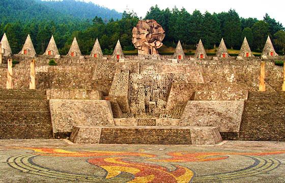 Estructuras del centro ceremonial otomí