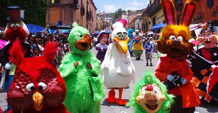 Personajes del Desfile de los Locos