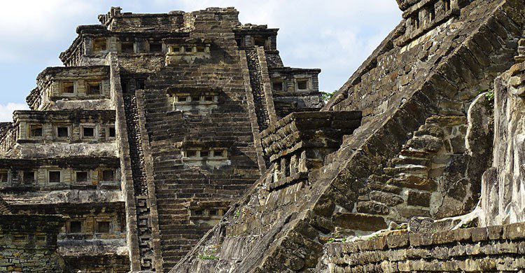 Architectural Detail - El Tajin Archaeological Site - Veracruz - Mexico - 20-Editada-Adam Jones-http://bit.ly/2aLnGpe-Flickr