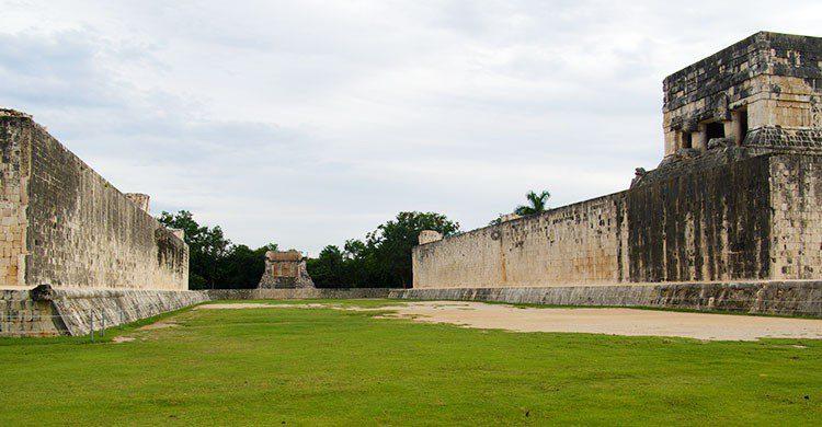 Ballcourt of Chichen Itza-Laurent de Walick-Flickr