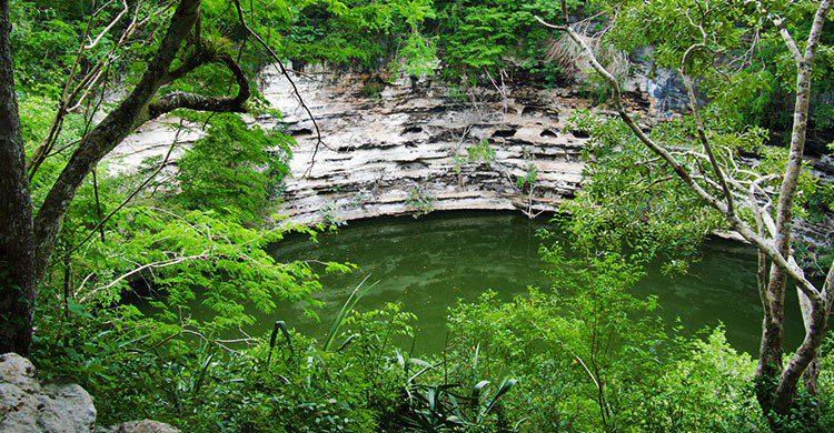 Cenote Sagrado at Chichen Itza-Laurent de Walick-Flickr