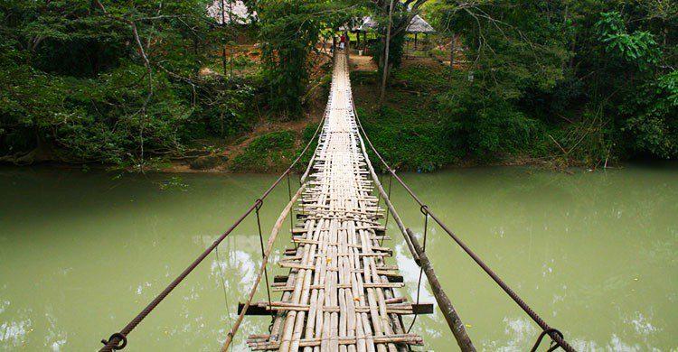Hanging Bridge-Laughlin Elkind-Flickr